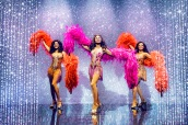 2-Kimmy-Edwards-Brennyn-Lark-Asmeret-Ghebremichael-in-Dreamgirls-West-End-Credit-Matt-Crockett - copia