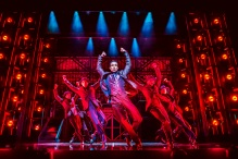 Joe-Aaron-Reid-and-company-in-Dreamgirls-West-End-Credit-Matt-Crockett - copia