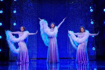 l-r-Ibinabo-Jack-Liisi-LaFontaine-and-Amber-Riley-in-Dreamgirls-West-End-Credit-BrinkhoffMoegenburg - copia
